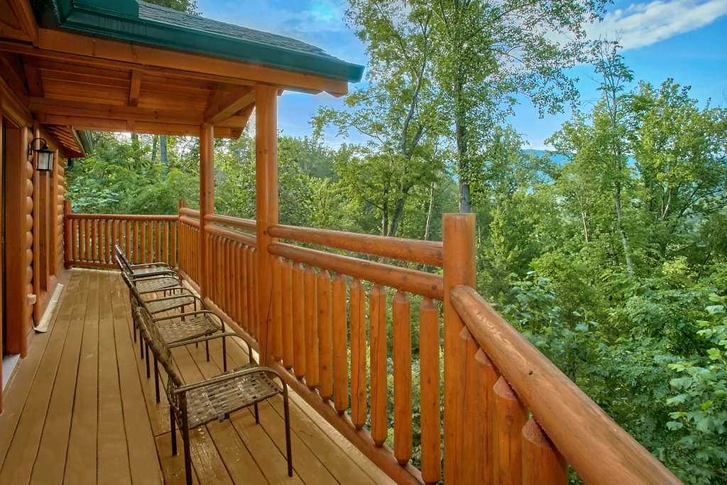 Photo of a Gatlinburg Cabin named Cherokee Pool Lodge - This is the fifth photo in the set.