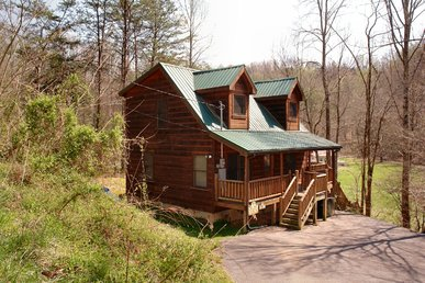 1 Bedroom Gatlinburg Cabin With Fishing Pond Access And Pool Table In Loft