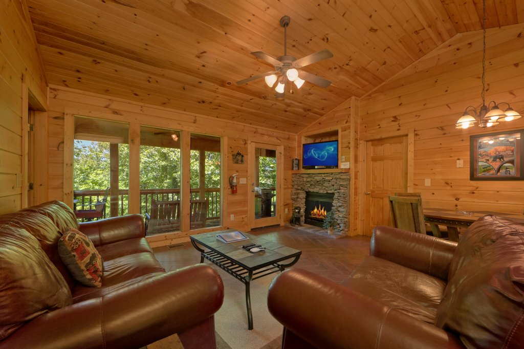 Photo of a Gatlinburg Cabin named Romance Inn - This is the eleventh photo in the set.
