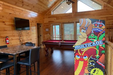 Newly Listed 5bed/5bath Upscale Cabin With Media Room Pool Table And Hottub.
