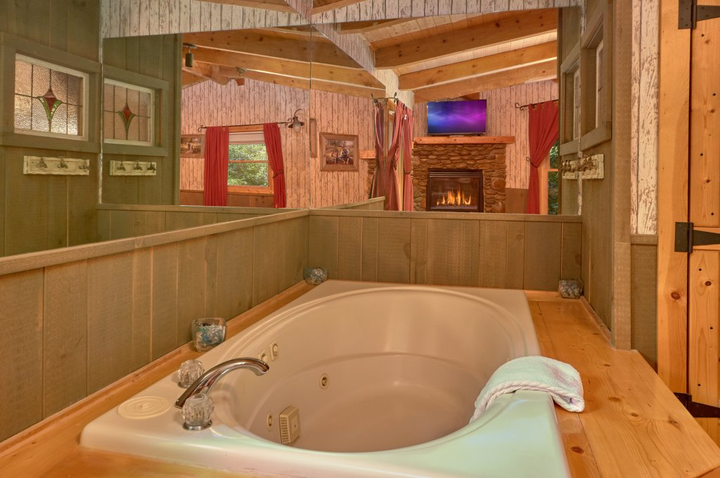 Photo of a Pigeon Forge Cabin named Romantic Hideaway #126 - This is the seventeenth photo in the set.