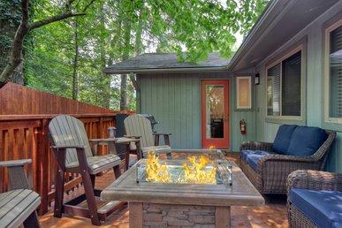 5 Bedroom Smoky Mountain Cabin Near Downtown Gatlinburg. New To Program!