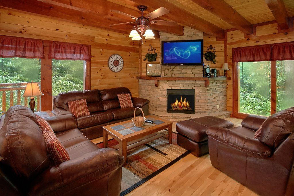 Photo of a Gatlinburg Cabin named Cherokee Pool Lodge - This is the tenth photo in the set.