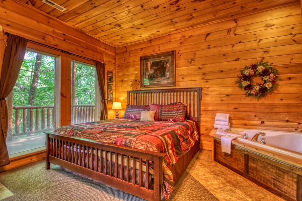 Photo of a Gatlinburg Cabin named Beary Secluded #296 - This is the eighteenth photo in the set.