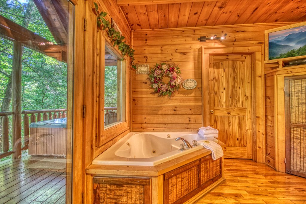 Photo of a Gatlinburg Cabin named Beary Secluded #296 - This is the tenth photo in the set.
