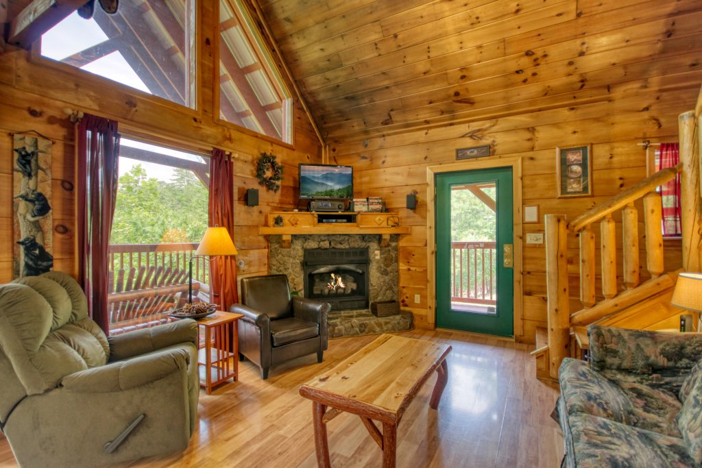 Photo of a Pigeon Forge Cabin named Wow !! What A Cabin #255 - This is the third photo in the set.