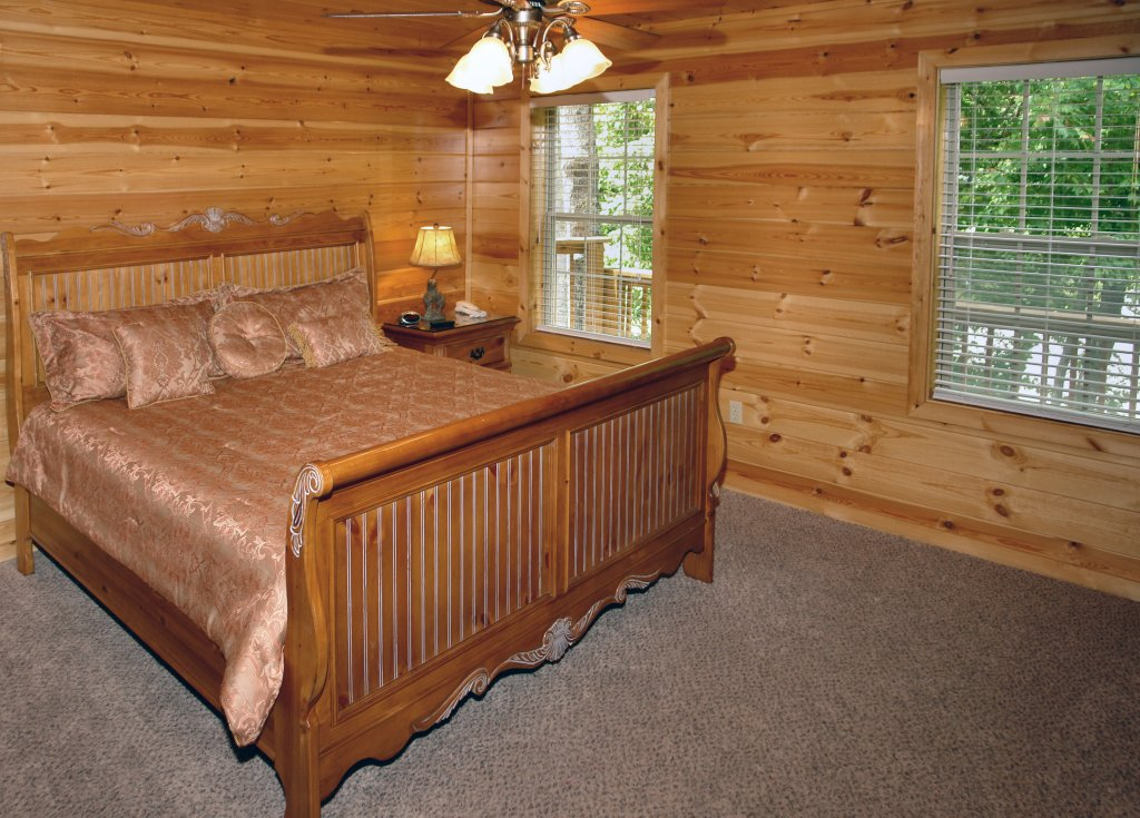 Photo of a Gatlinburg Cabin named Hillbilly Hilton #525 - This is the forty-second photo in the set.