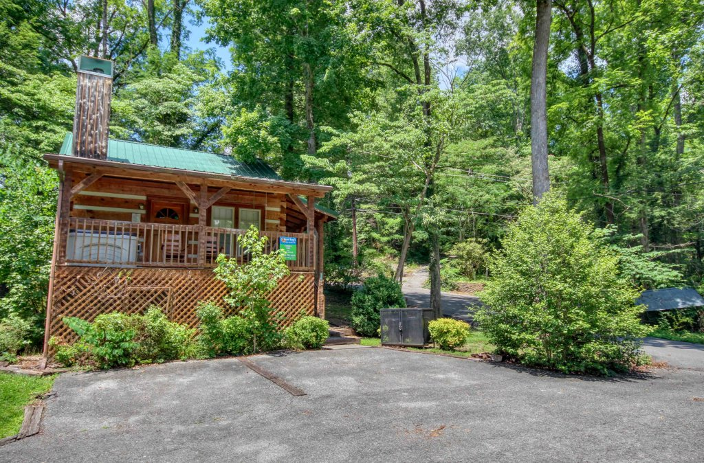 Photo of a Gatlinburg Cabin named Cuddle Inn #1529 - This is the twentieth photo in the set.