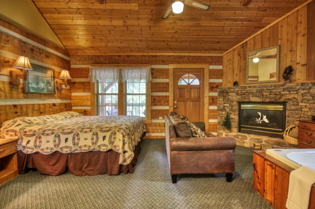 Photo of a Gatlinburg Cabin named Cuddle Inn #1529 - This is the fourteenth photo in the set.