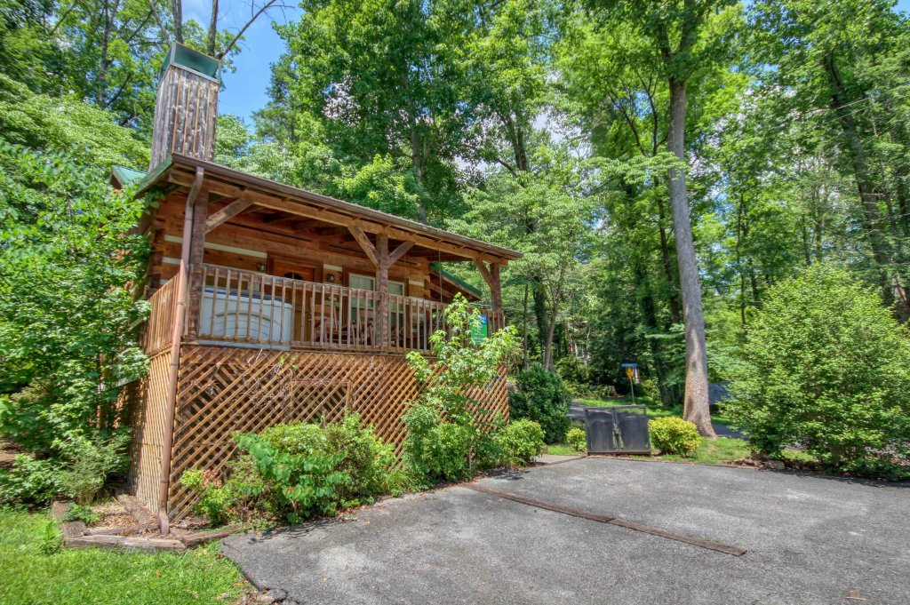 Photo of a Gatlinburg Cabin named Cuddle Inn #1529 - This is the twenty-second photo in the set.