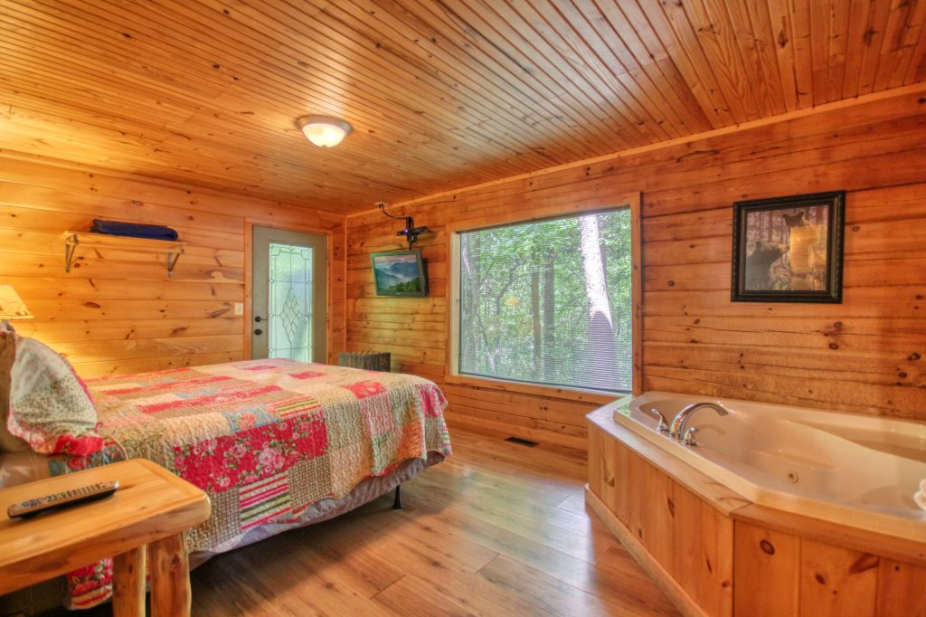 Photo of a Gatlinburg Cabin named Bear Haven - 297 - This is the fifteenth photo in the set.