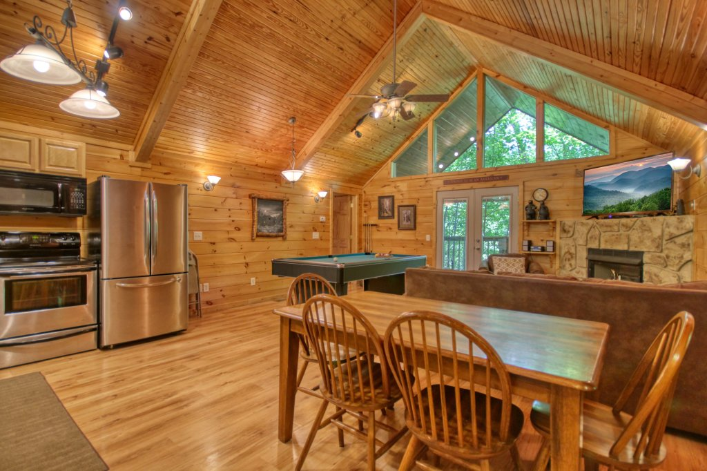 Photo of a Gatlinburg Cabin named Bear Haven - 297 - This is the third photo in the set.