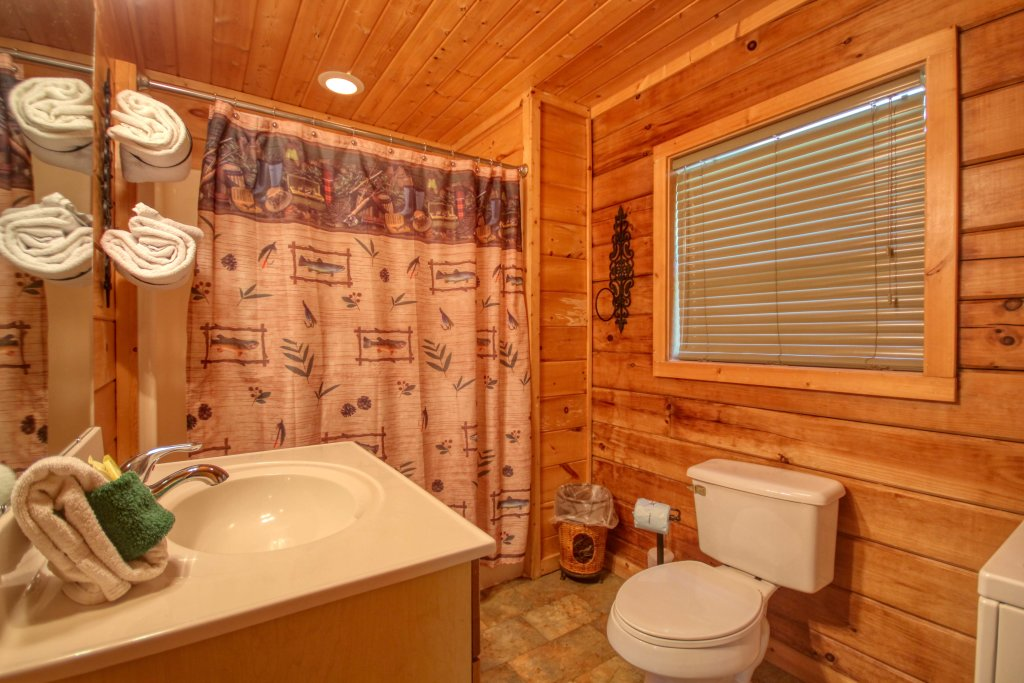 Photo of a Gatlinburg Cabin named Bear Haven - 297 - This is the fourteenth photo in the set.