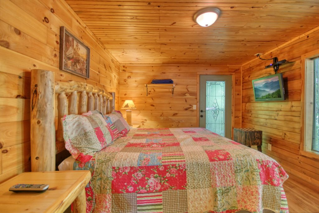 Photo of a Gatlinburg Cabin named Bear Haven - 297 - This is the eighteenth photo in the set.