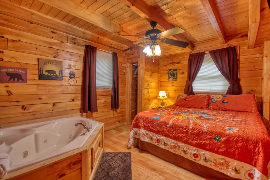Photo of a Gatlinburg Cabin named American Treehouse #1708 - This is the tenth photo in the set.
