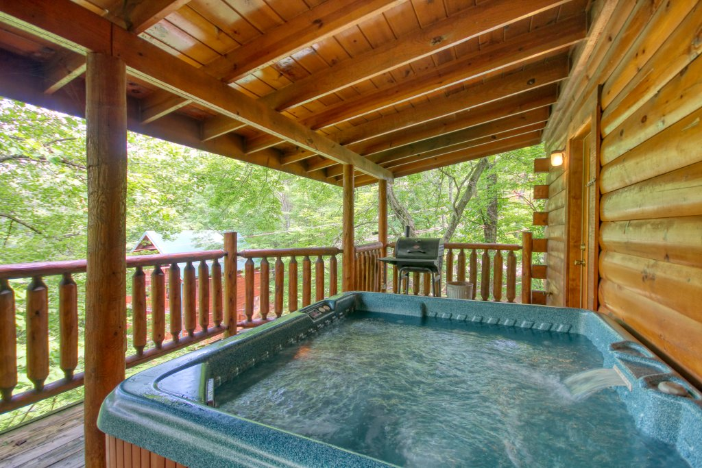 Photo of a Gatlinburg Cabin named American Treehouse #1708 - This is the second photo in the set.