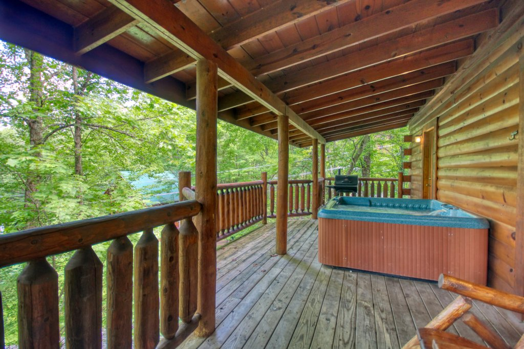 Photo of a Gatlinburg Cabin named American Treehouse #1708 - This is the twentieth photo in the set.