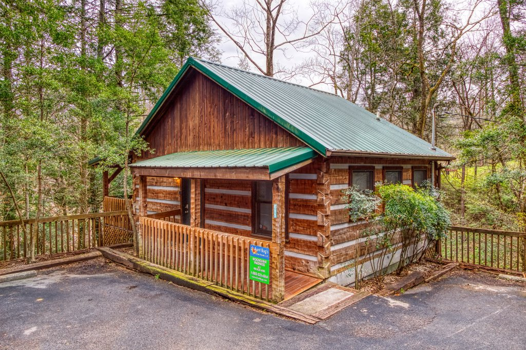 Photo of a Gatlinburg Cabin named Moonshine Madness #1611 - This is the eighteenth photo in the set.