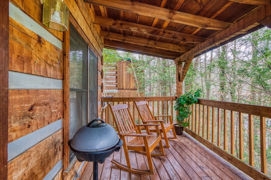 Photo of a Gatlinburg Cabin named Moonshine Madness #1611 - This is the sixteenth photo in the set.