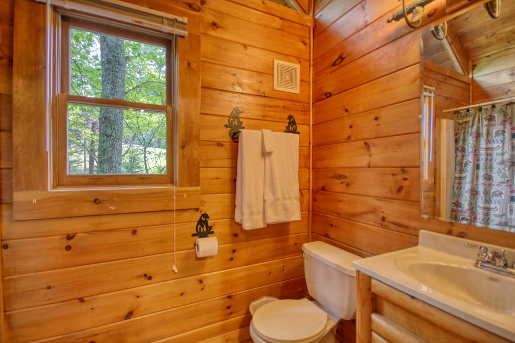 Photo of a Gatlinburg Cabin named American Treehouse #1708 - This is the seventeenth photo in the set.
