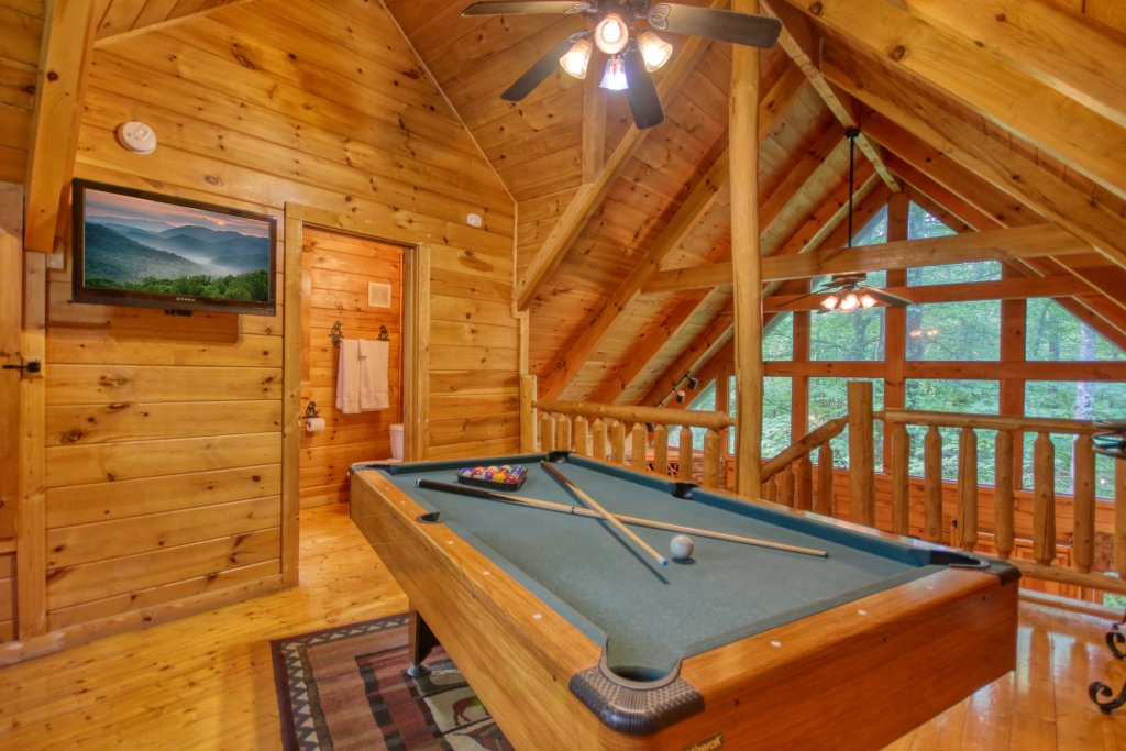 Photo of a Gatlinburg Cabin named American Treehouse #1708 - This is the fourteenth photo in the set.