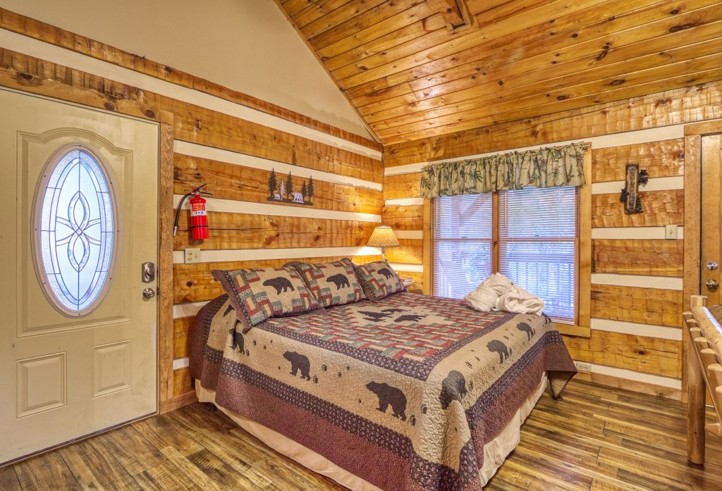 Photo of a Gatlinburg Cabin named Moonshine Madness #1611 - This is the fifth photo in the set.