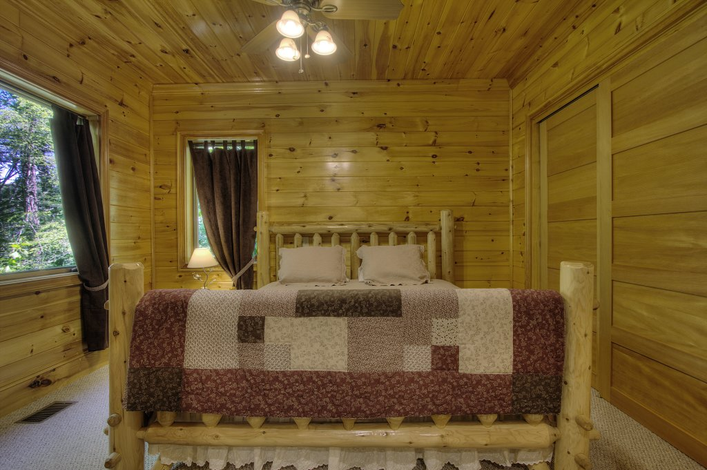 Photo of a Pigeon Forge Cabin named Birds Creek Mansion #650 - This is the fifty-second photo in the set.