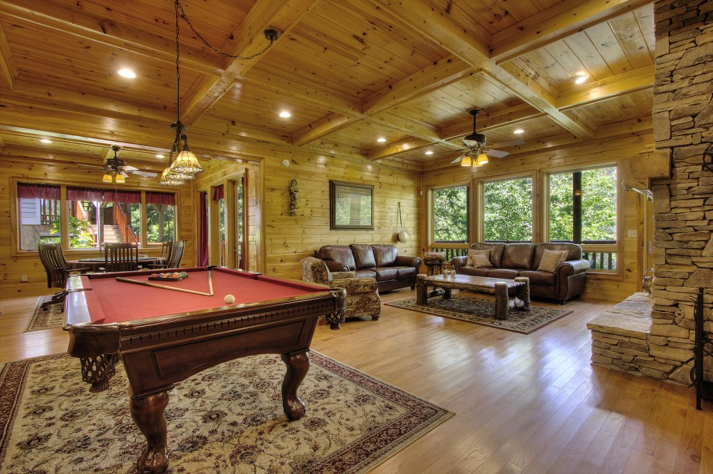 Photo of a Pigeon Forge Cabin named Birds Creek Mansion #650 - This is the eighty-first photo in the set.