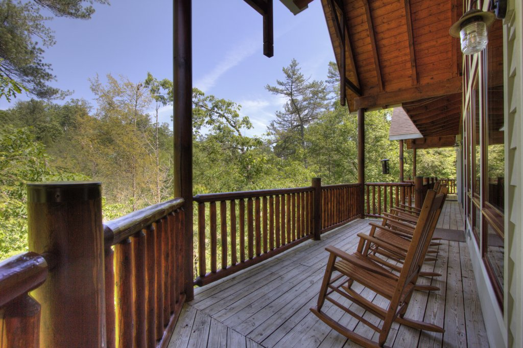 Photo of a Pigeon Forge Cabin named Birds Creek Mansion #650 - This is the seventy-second photo in the set.