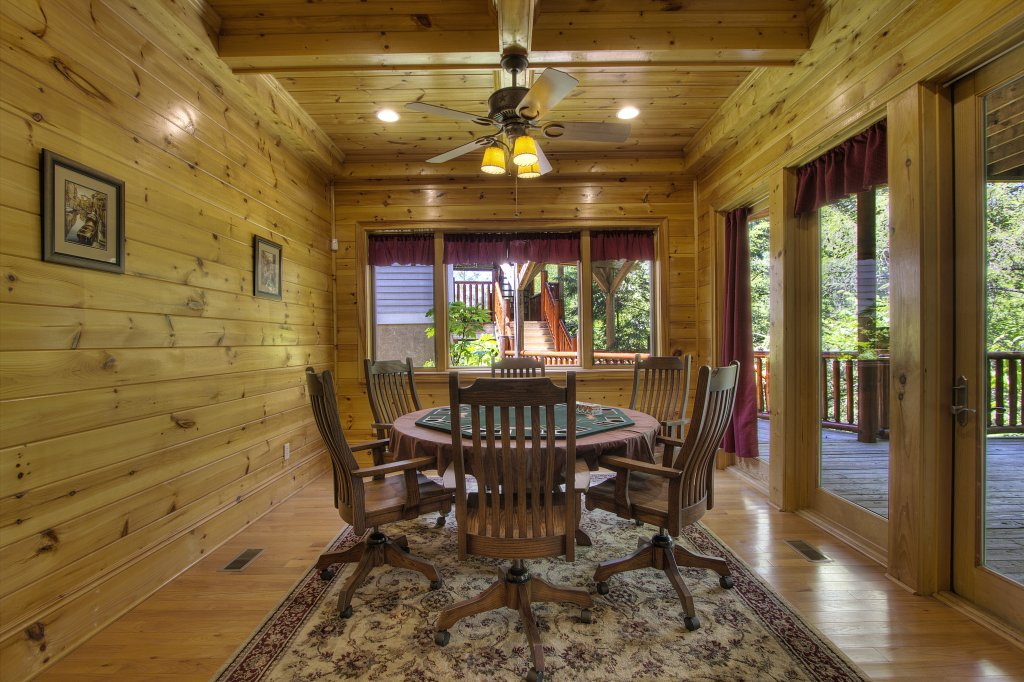 Photo of a Pigeon Forge Cabin named Birds Creek Mansion #650 - This is the sixty-second photo in the set.