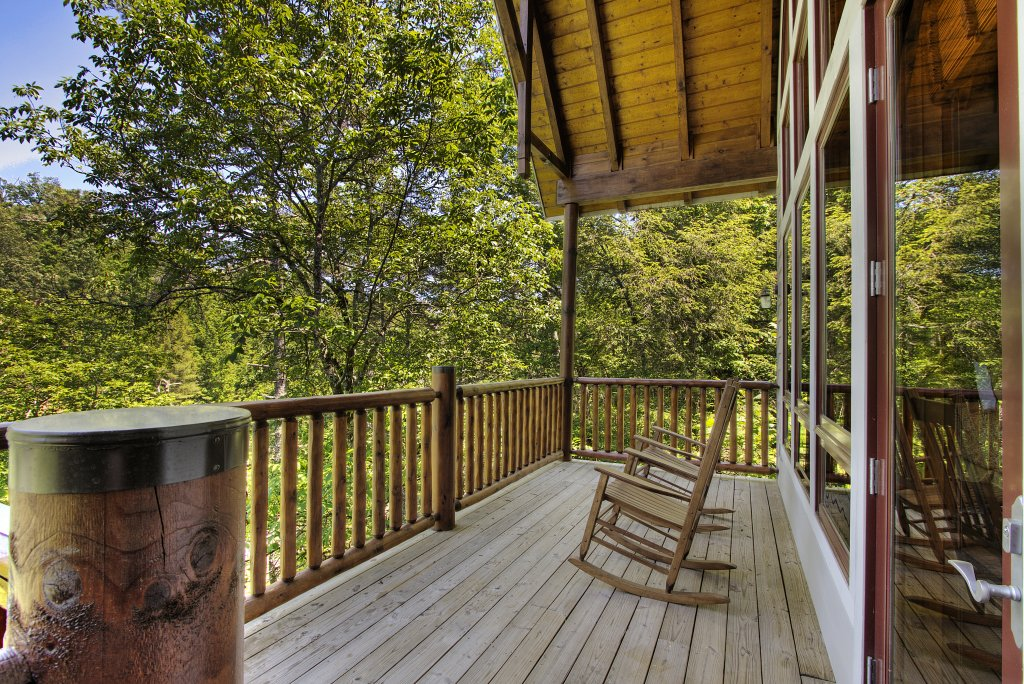 Photo of a Pigeon Forge Cabin named Birds Creek Mansion #650 - This is the eighty-fifth photo in the set.