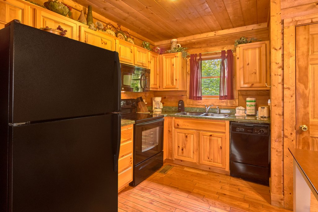 Photo of a Sevierville Cabin named Hidden Romance #1404 - This is the sixteenth photo in the set.