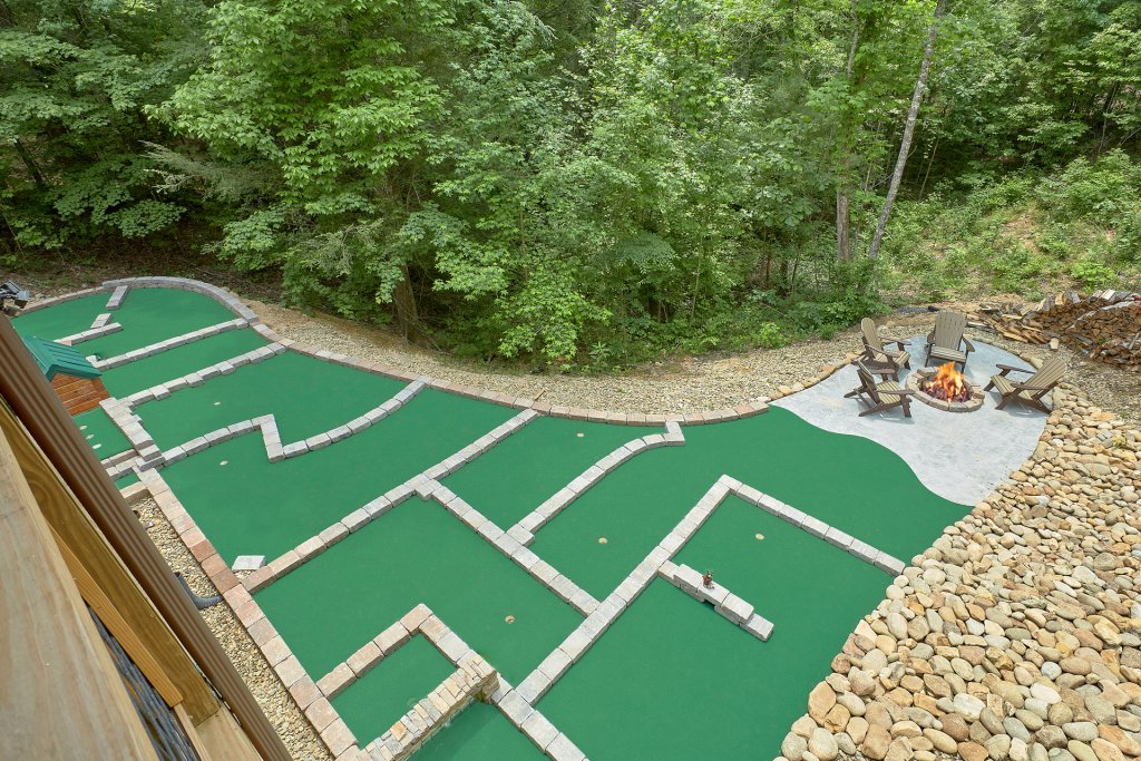 Photo of a Sevierville Cabin named Poolin Around - This is the tenth photo in the set.
