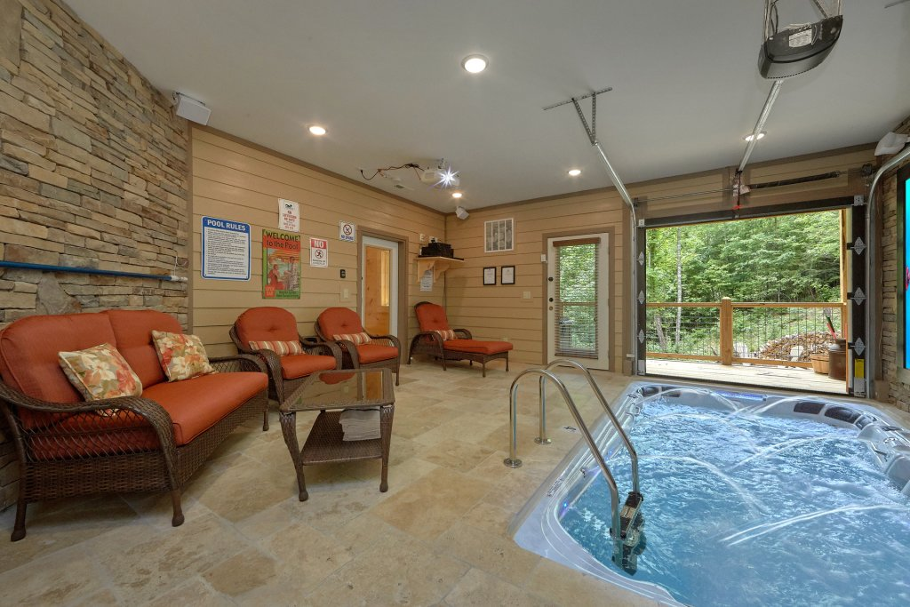 Photo of a Sevierville Cabin named Poolin Around - This is the third photo in the set.