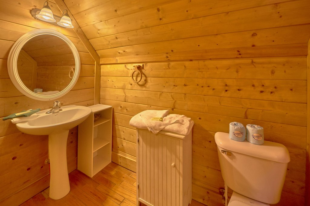 Photo of a Sevierville Cabin named Hidden Romance #1404 - This is the nineteenth photo in the set.