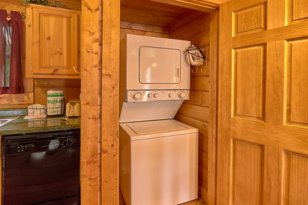 Photo of a Sevierville Cabin named Hidden Romance #1404 - This is the twenty-fourth photo in the set.
