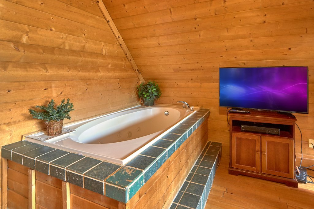 Photo of a Sevierville Cabin named Hidden Romance #1404 - This is the eighteenth photo in the set.