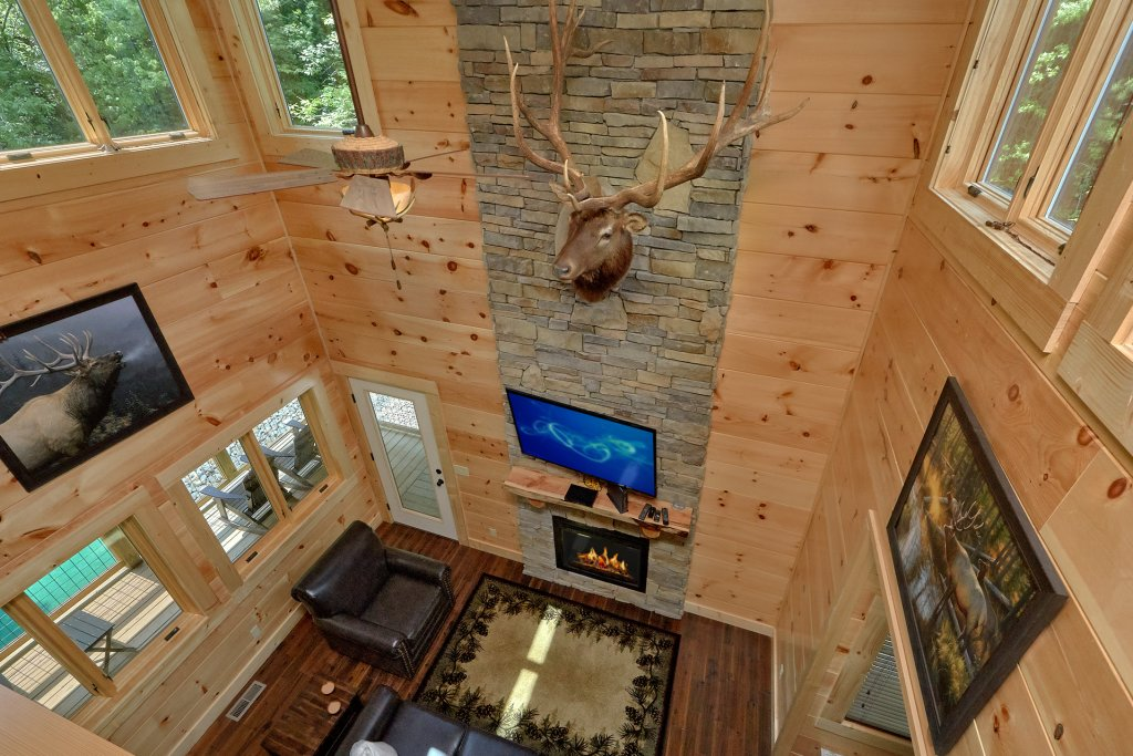 Photo of a Sevierville Cabin named Poolin Around - This is the twenty-fifth photo in the set.