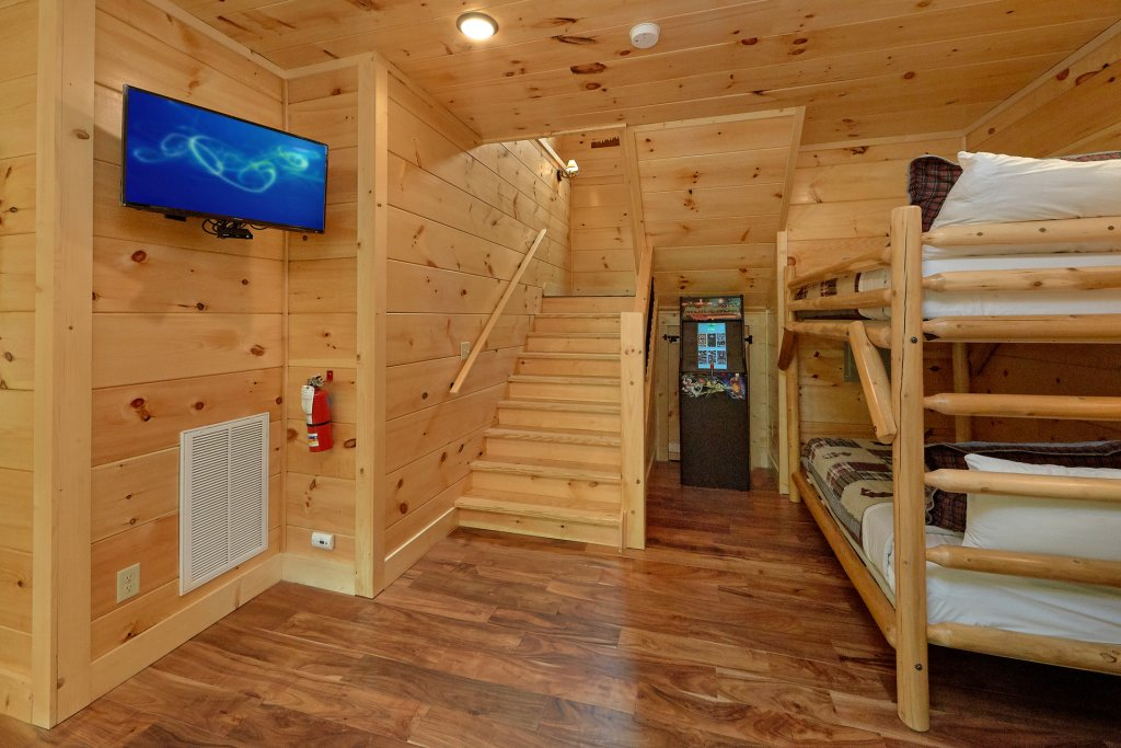 Photo of a Sevierville Cabin named Poolin Around - This is the thirty-fourth photo in the set.