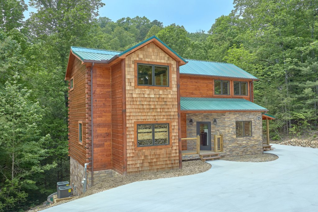 Photo of a Sevierville Cabin named Poolin Around - This is the forty-sixth photo in the set.