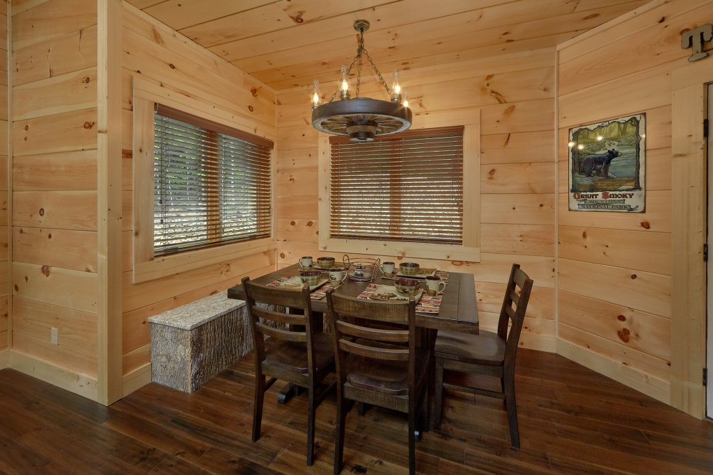 Photo of a Sevierville Cabin named Poolin Around - This is the thirty-second photo in the set.