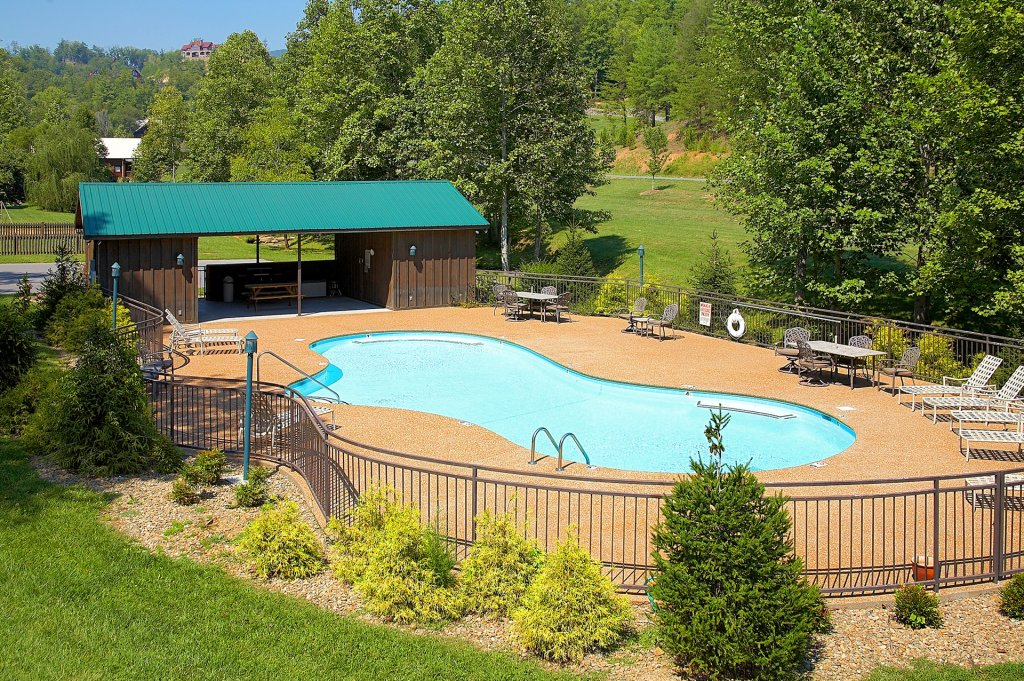 Photo of a Sevierville Cabin named Poolin Around - This is the forty-eighth photo in the set.
