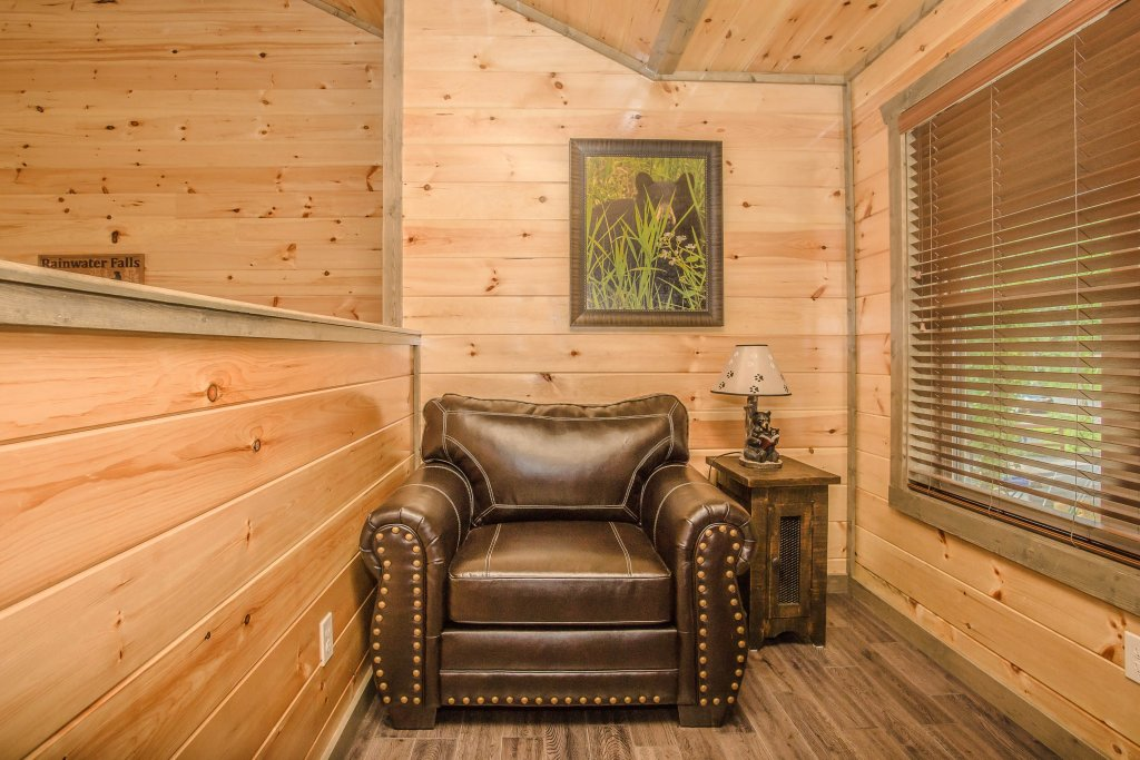 Photo of a Gatlinburg Cabin named Rainwater Falls - This is the eleventh photo in the set.
