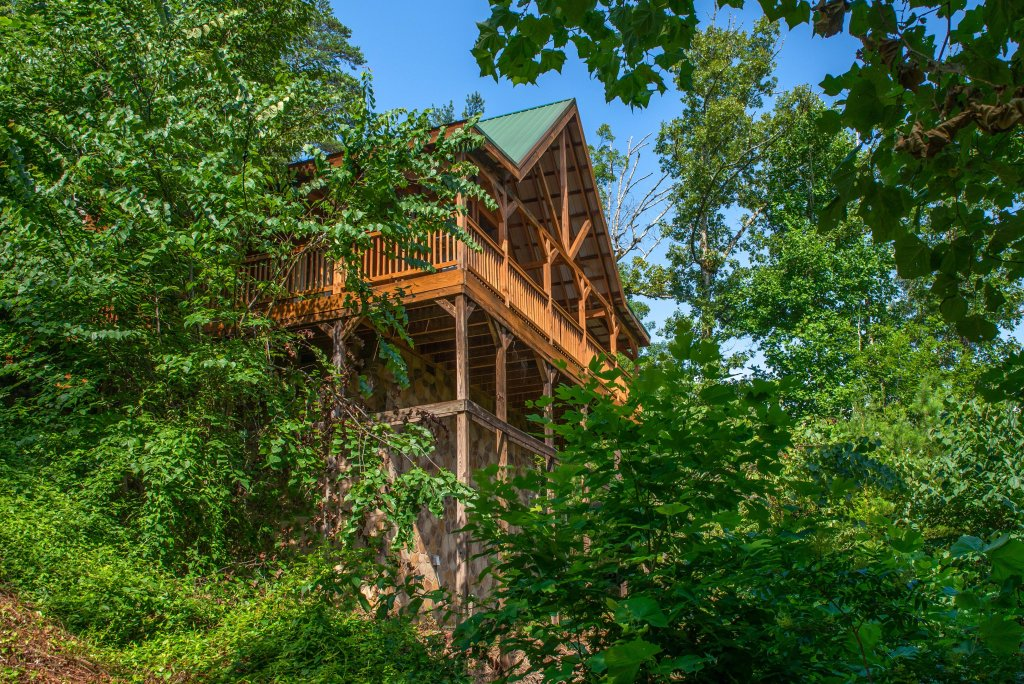 Photo of a Pigeon Forge Cabin named Yeti Peak - This is the first photo in the set.