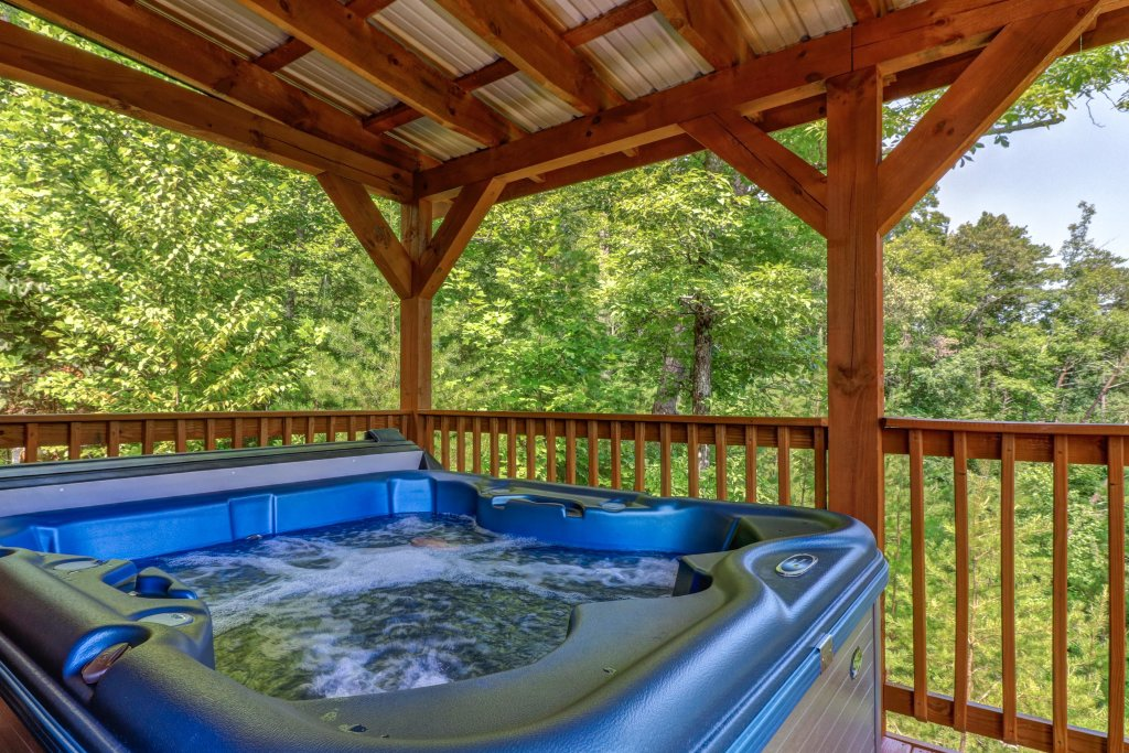 Photo of a Pigeon Forge Cabin named Yeti Peak - This is the second photo in the set.
