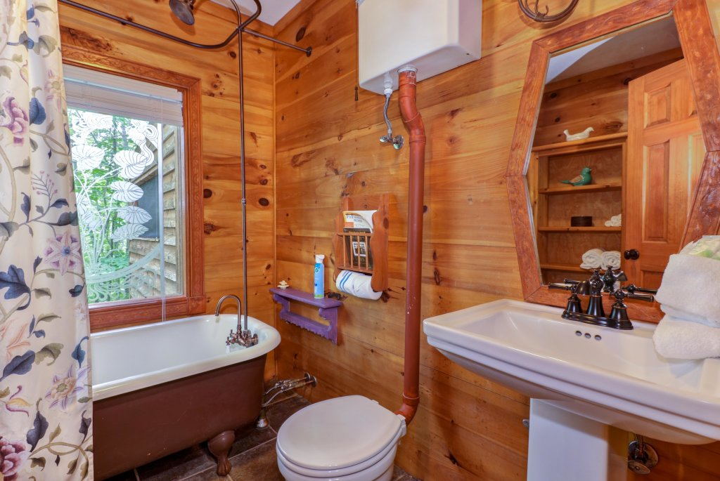 Photo of a Gatlinburg Cabin named Crescent Moon - This is the thirteenth photo in the set.