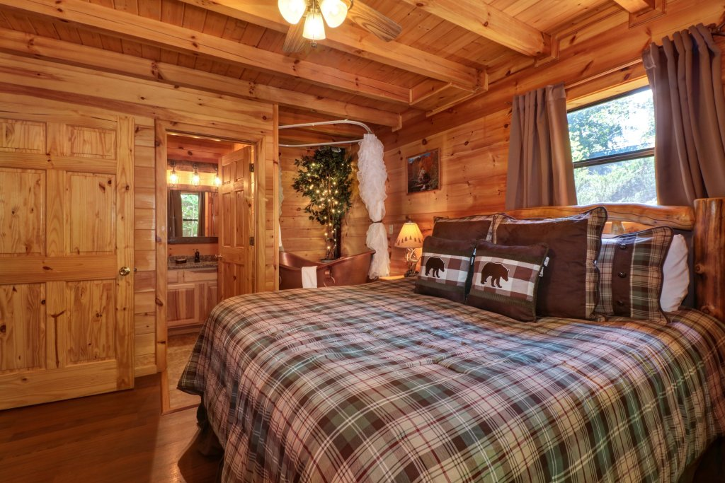 Photo of a Pigeon Forge Cabin named Yeti Peak - This is the sixteenth photo in the set.