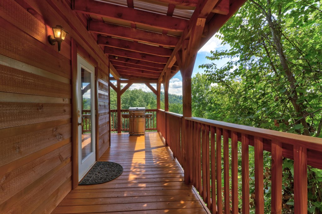 Photo of a Pigeon Forge Cabin named Yeti Peak - This is the thirty-first photo in the set.