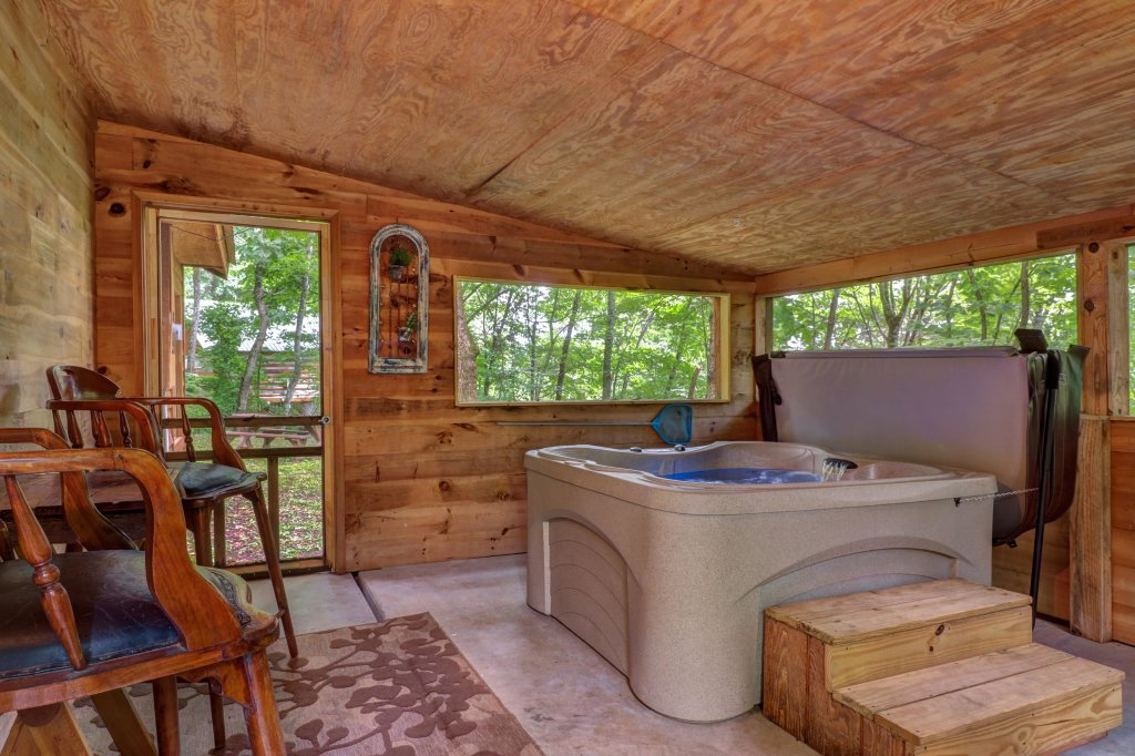 Photo of a Gatlinburg Cabin named Crescent Moon - This is the twenty-first photo in the set.