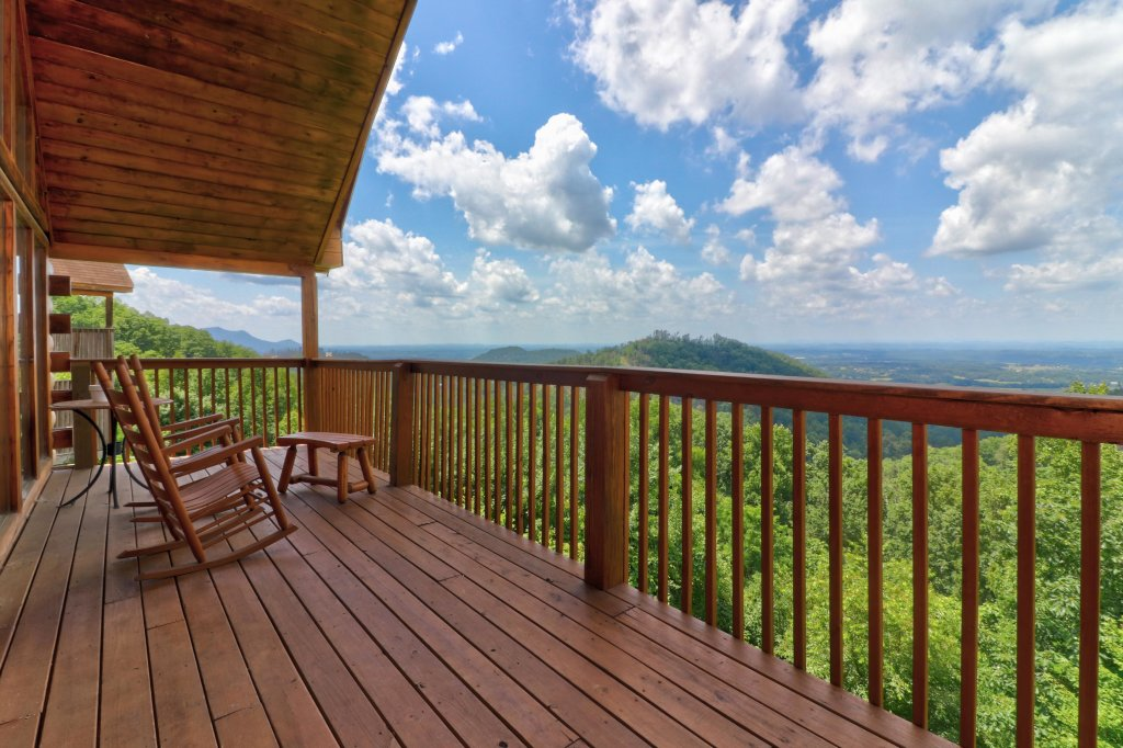 Photo of a Pigeon Forge Cabin named Sky View - This is the fourth photo in the set.